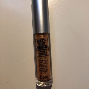TheBalm Betty-Dew Luminizer
